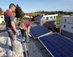 Helfer für Elektroinstallationsarbeiten